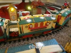 BRAND NEW Holiday Express REINDEER STABLE Train Car w BOX Dillards New Bright
