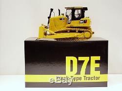 Caterpillar D7E Dozer with Drawbar 1/24 CCM Metal Tracks Brand New 2009