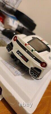 1de100 Neuf 1/18 Bbr Ferrari F12 Tdf Bianca Avus Drapeau Italien (nouvelles Charnières)