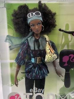 Barbie Top Model Nikki 12 Poupée Avec Accessoires De Mode Marque Nouveau