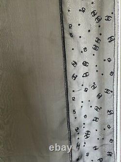 Chanel Blacks Scarf Chiffon Silk CC Logo Châle Flambant Neuf Avec Tag, Made In Italy